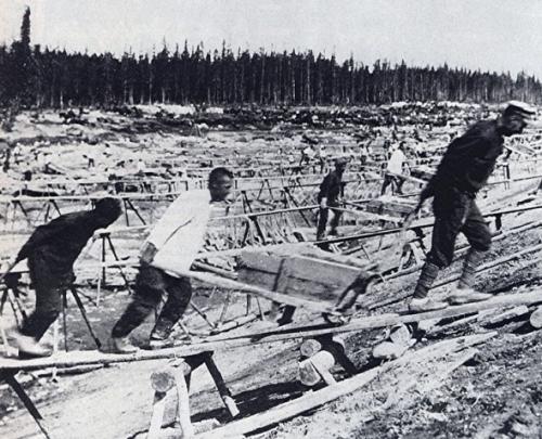 prisonnier construisant le canal.jpg