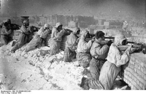 Bundesarchiv_Bild_183-E0406-0022-001,_Russland,_Kesselschlacht_Stalingrad.jpg