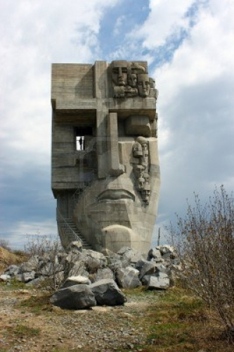14138630-magadan-russia--june-3-2012--monument-to-the-mask-of-sorrow.jpg