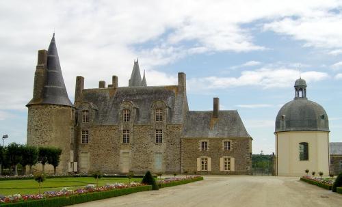 Les Rochers en Bretagne.jpg