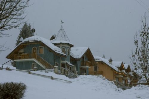 Snowfall_in_Asiago.jpg