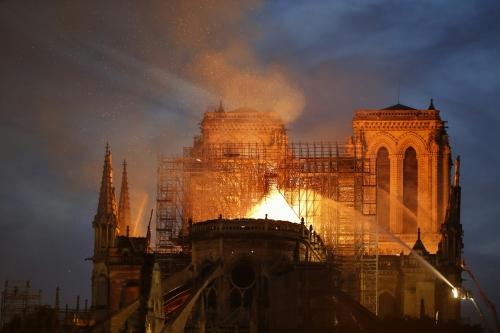 7797436403_l-incendie-de-notre-dame-de-paris-le-15-avril-2019.jpg