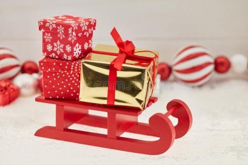 la-livraison-de-cadeaux-noël-avec-le-traîneau-104331237.jpg