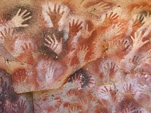 mains lascaux.jpg