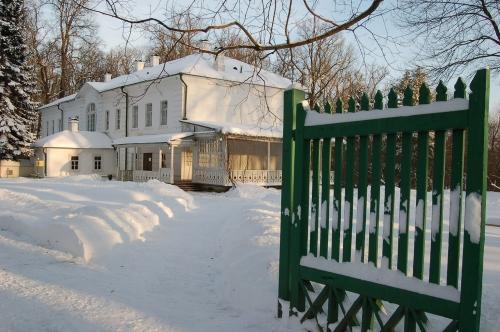 10-La-maison-Tolstoï-en-hiver.-Musée-du-domaine-Tolstoï-dIasnaïa-poliana..jpg
