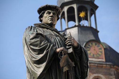 Statue de Luther àç Eisleben.jpg