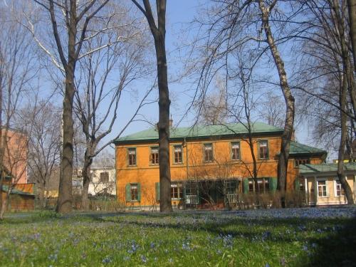 32-La-maison-Tolstoï-à-Moscou-en-printemps..jpg