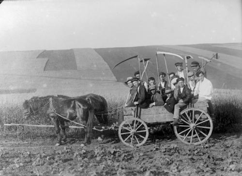 paysans d'avant la guerre.jpg