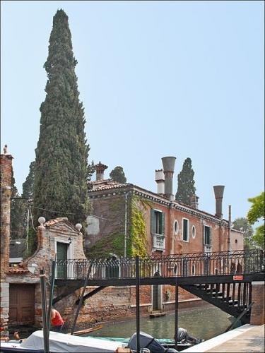 450px-Le_jardin_dEden_(Giudecca,_Venise)_(6143482588).jpg