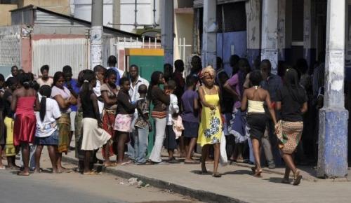 Queue pain Maputo.jpg